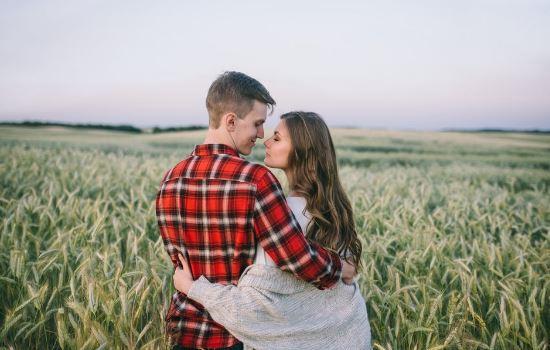 分手后男友和别人暧昧不清,如何挽回男友的心?